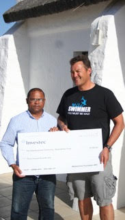 Jean Craven donating R30 000 to André Marthinus for projects of the Trust.